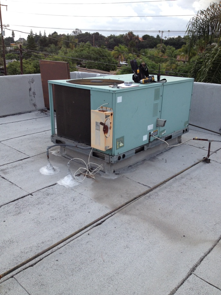 San Dimas, CA - Replacing blower motor belt and dual capacitor for carrier package unit