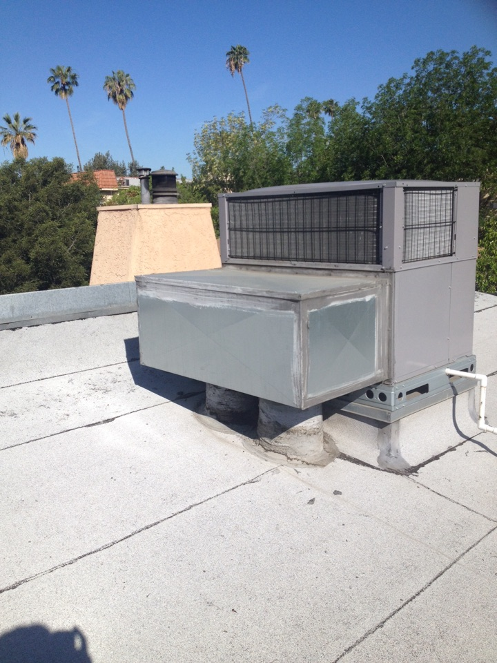 South El Monte, CA - Perform maintenance service on to carrier gas electric heating and air-conditioning rooftop units