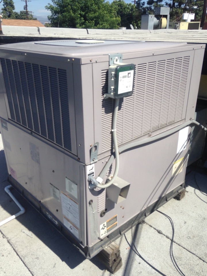 El Monte, CA - Preventive maintenance on Carrier package unit