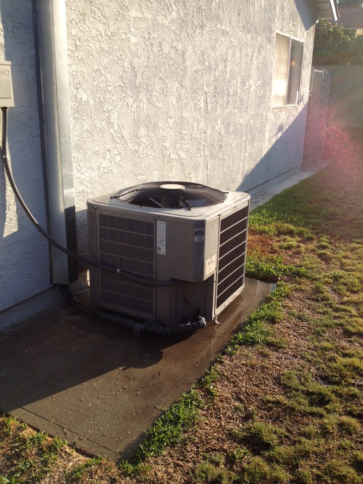 Cerritos, CA - Perform maintenance service on Bryant heating and air-conditioning system