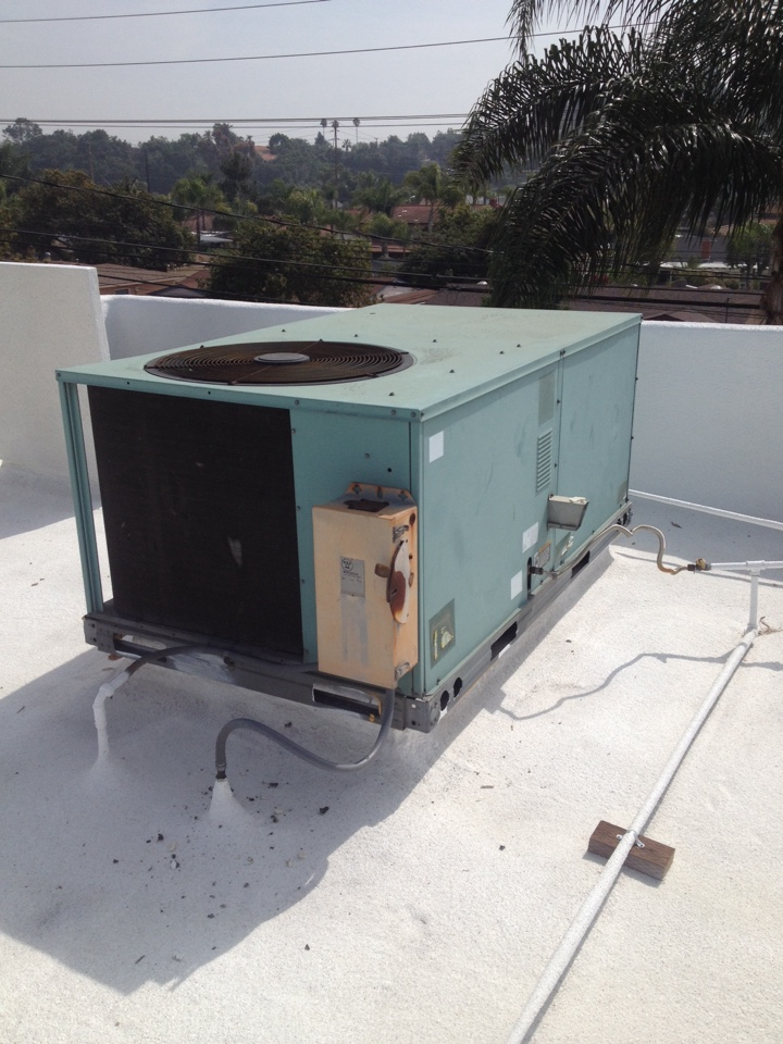 San Dimas, CA - Replacing outdoor compressor fan motor and blade