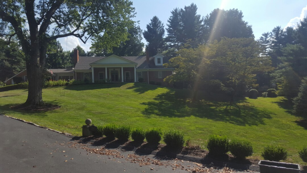 Glenview, KY - Beautiful replacement window opportunity in Glenview