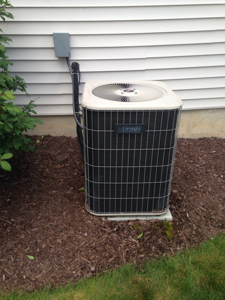 Grand Ledge, MI - Clean and check Lennox ac