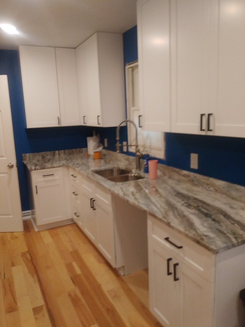 Grand Rapids, MI - New hardware on new cabinets. Along with new quartz countertop and new sink.