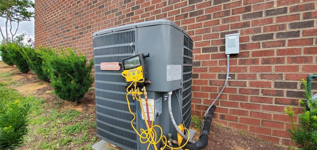Daleville, VA - Refrigerant leak