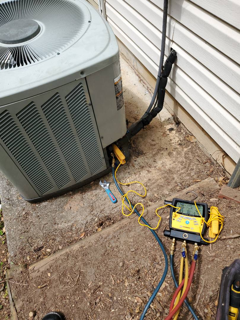 Roanoke, VA - Checking refrigerant charge