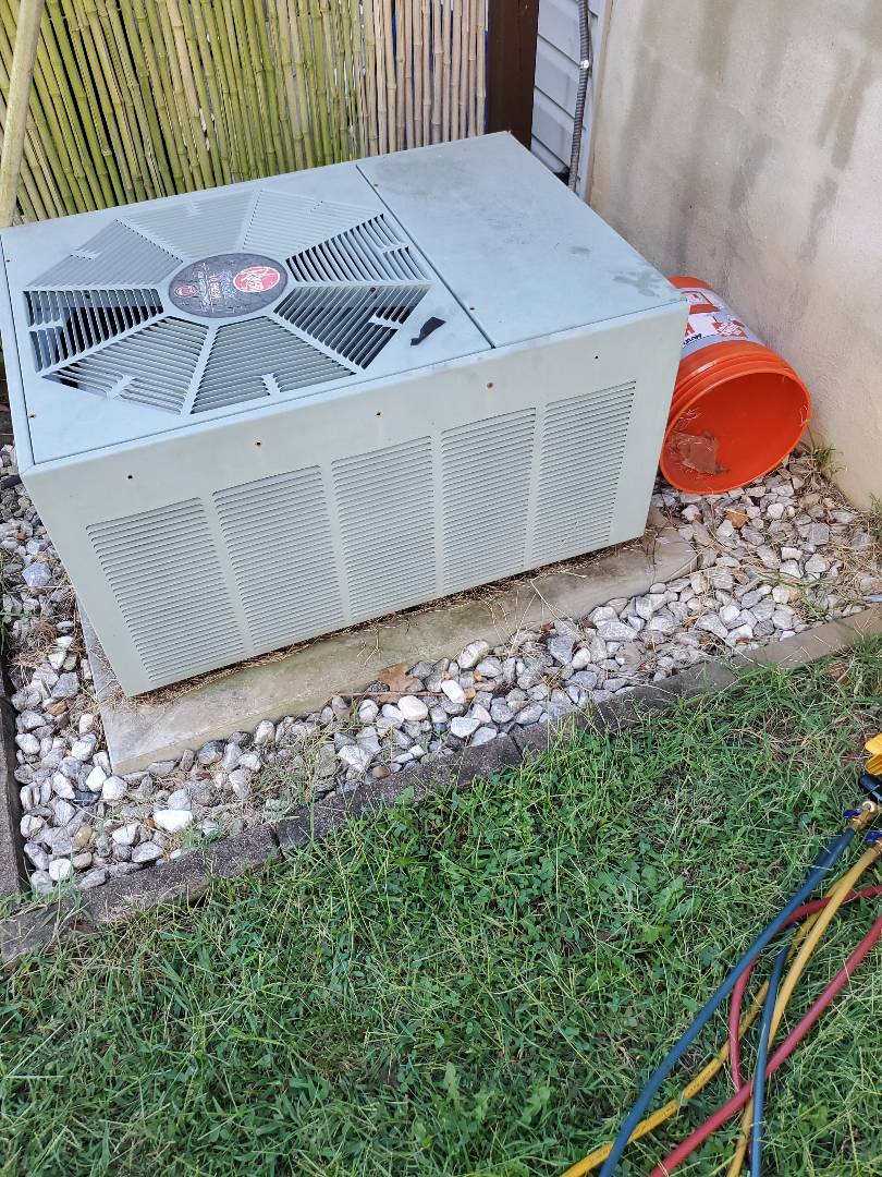 Checking refrigerant charge