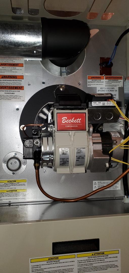 Buchanan, VA - Oil leak