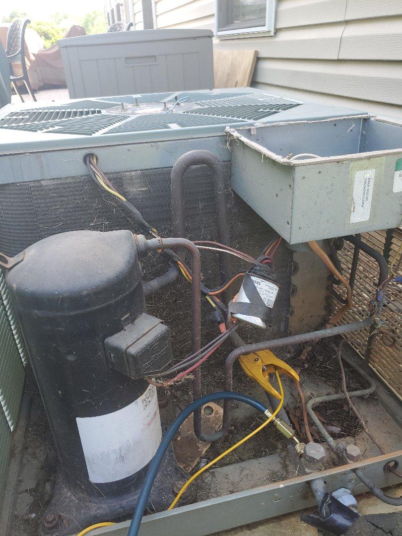 Hollins, VA - Freon leak