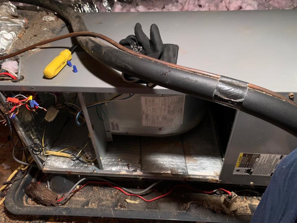 Fincastle, VA - Maintenance in fincastle va on a carrier heat pump attic