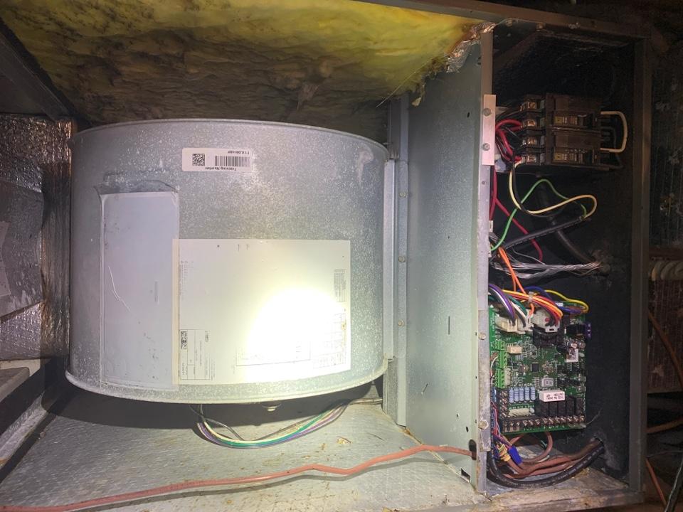Fincastle, VA - Maintenance on lennox air handler in crawlspace fincastle va