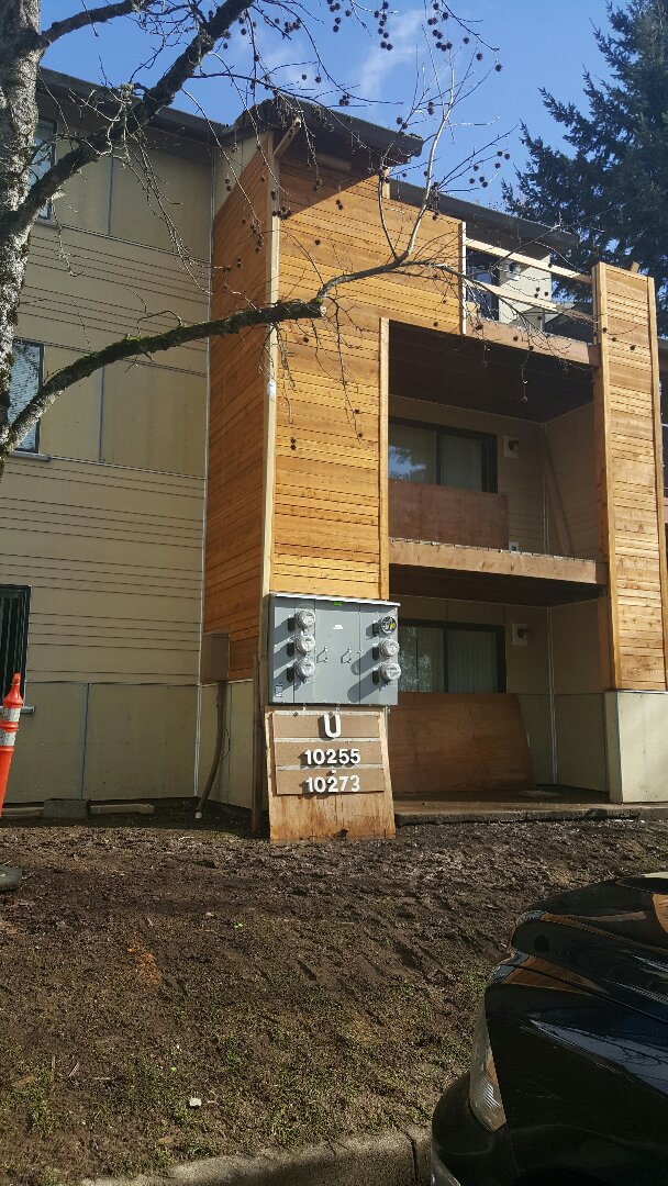 Clackamas, OR - Siding replacement Portland. Window replacement Portland. We are currently residing these apartments with James Hardie lap siding, James Hardie panel siding and stained spaced cedar siding. We're also replacing all windows with painted Simonton windows and patio doors.