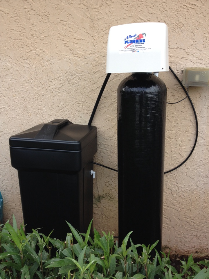 Indiantown, FL - Performed water treatment service by installing a Clack WS-1 Matrix mixed bed water softener.