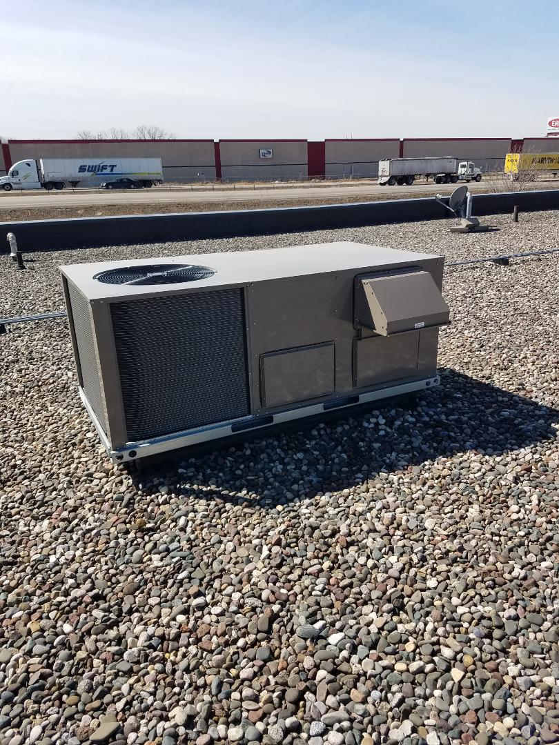 Rogers, MN - Annual maintenance and filter change on rooftop unit