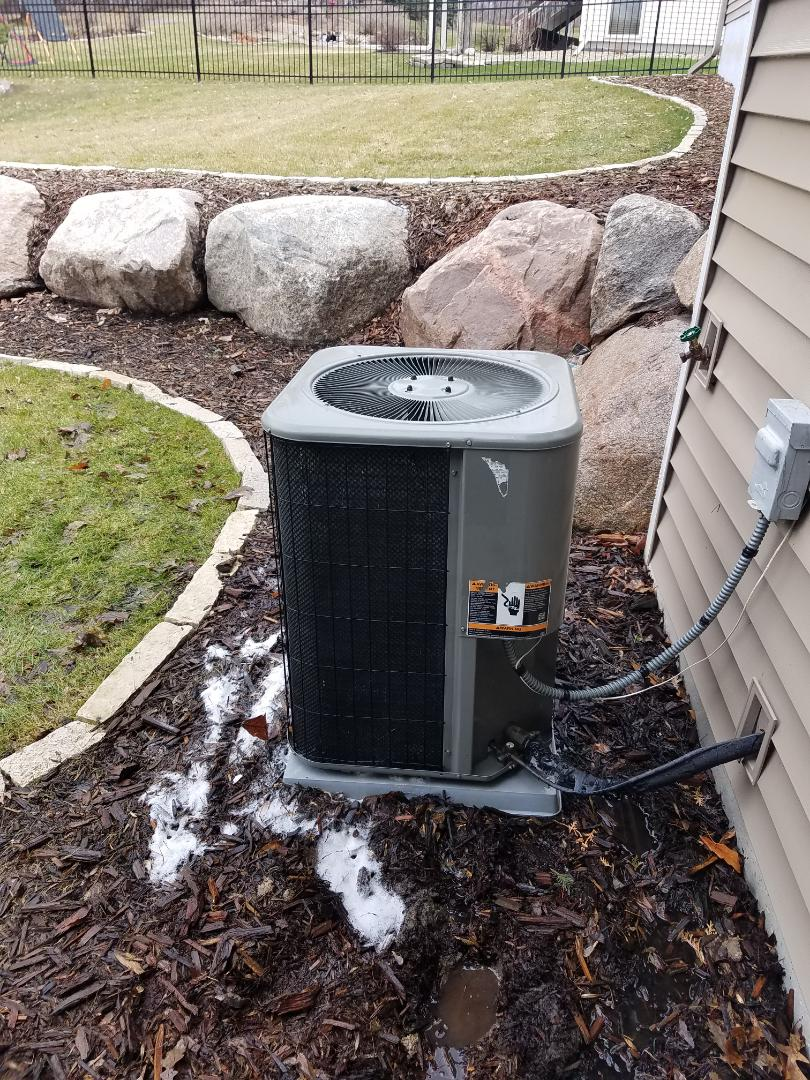 Maple Grove, MN - Air conditioning tune up and cleaning on Lennox air conditioner