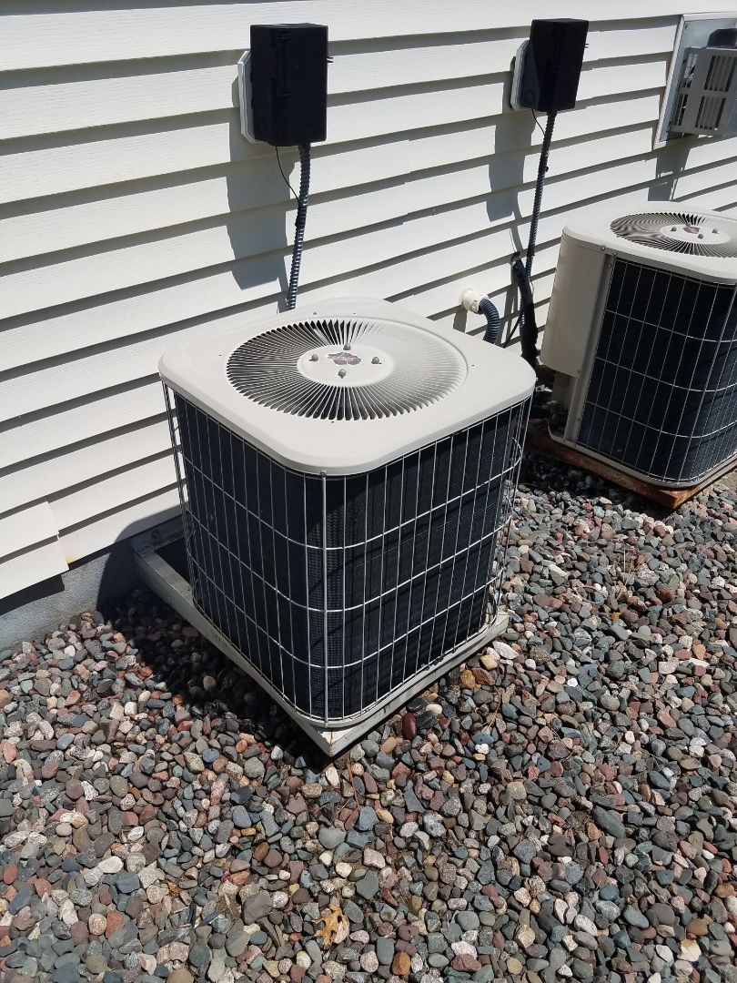Osseo, MN - AC maintenance. Performed cleaning and tune up on a Lennox AC.