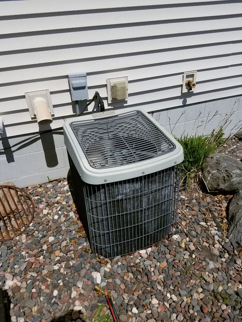 Buffalo, MN - Found Tempstar AC flat on charge in Rockford. Recommended replacement options
