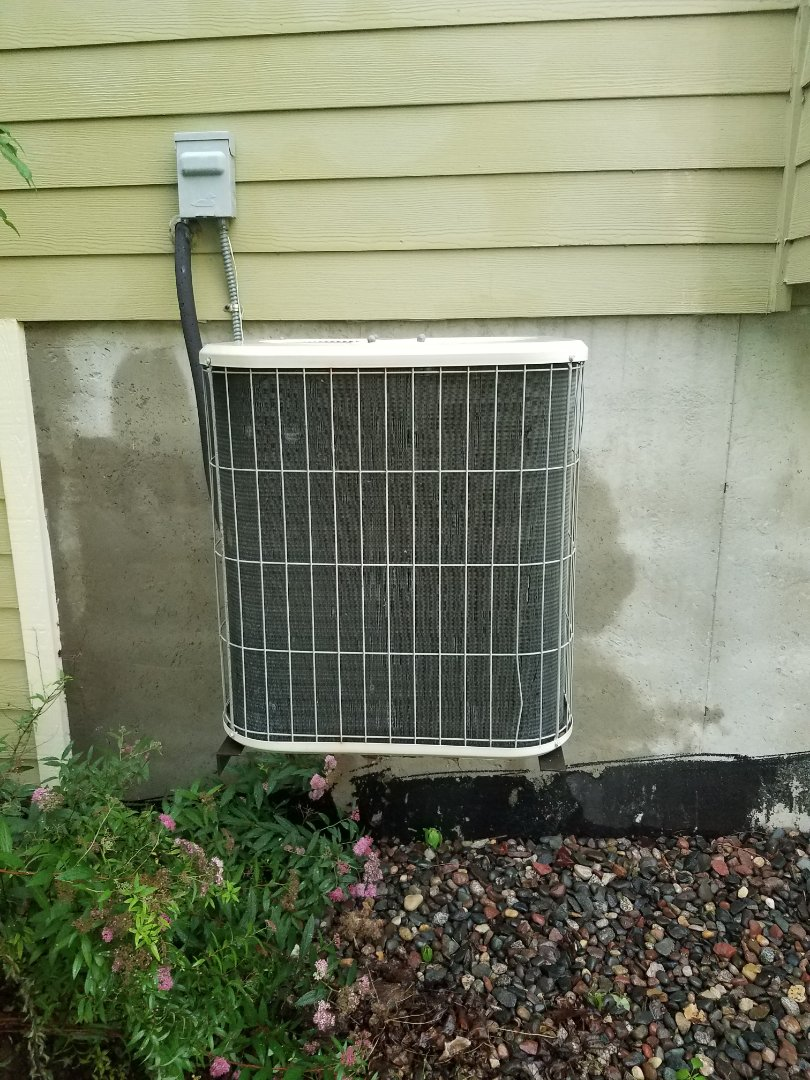 Hanover, MN - AC maintenance. Performed tune up and cleaning on a Lennox AC. Installed UV leak sealant and balanced refrigerant charge.