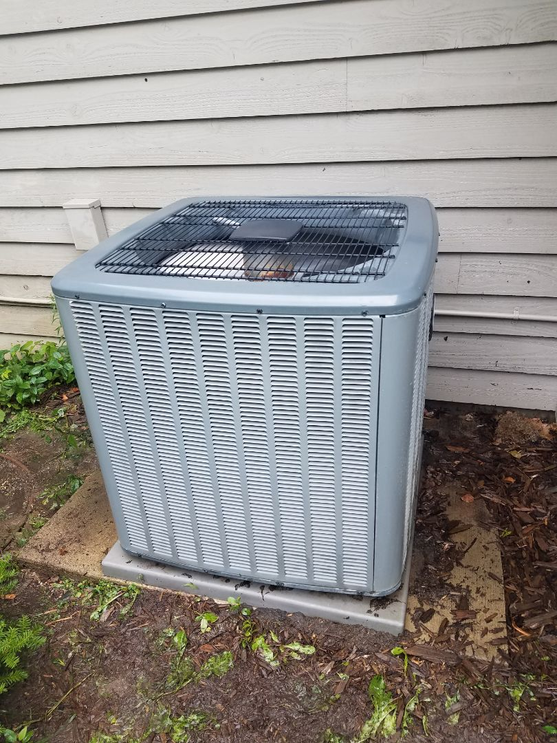 Medina, MN - AC maintenance. Performed tune up and cleaning on a Comfort Matters AC. Installedocking refrigerant caps, ac motor booster, synthetic AC oil treatment, UV leak protection dye, electronic air cleaner, dual bulb UV system and drain pan treatment.