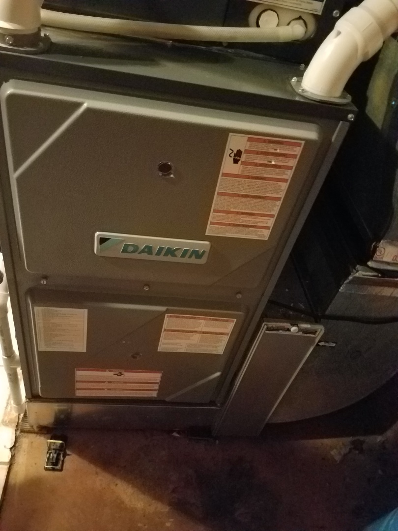 Wayzata, MN - Heating maintenance. Performed cleaning and tune up on a Daikin furnace. Installed new Pureairx UV bulb.