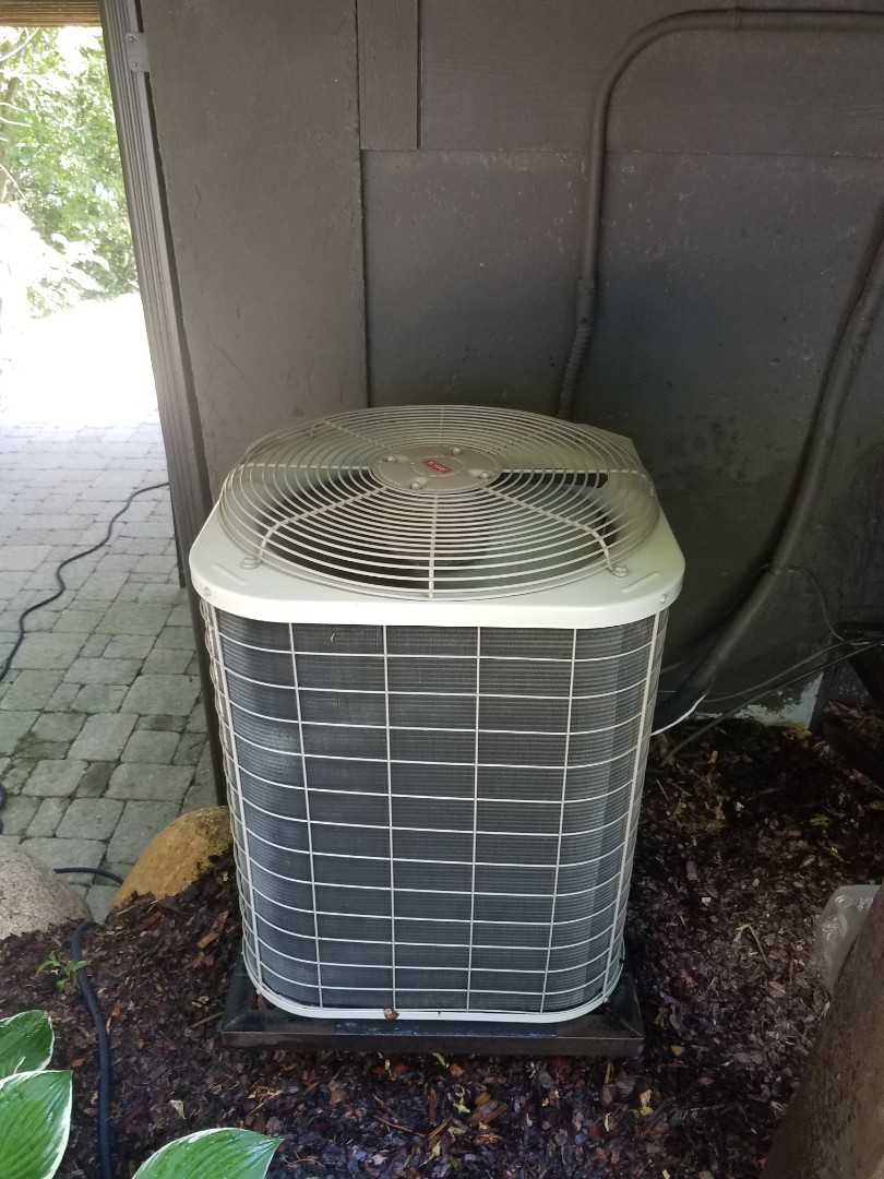 Maple Plain, MN - AC maintenance. Performed tune up and cleaning on a Bryant AC.