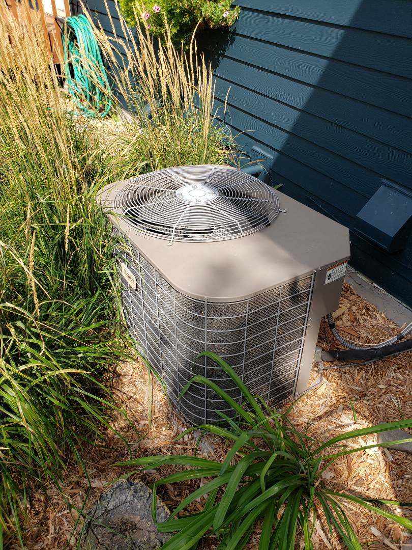Albertville, MN - AC maintenance. Diagnosed a Luxaire AC.