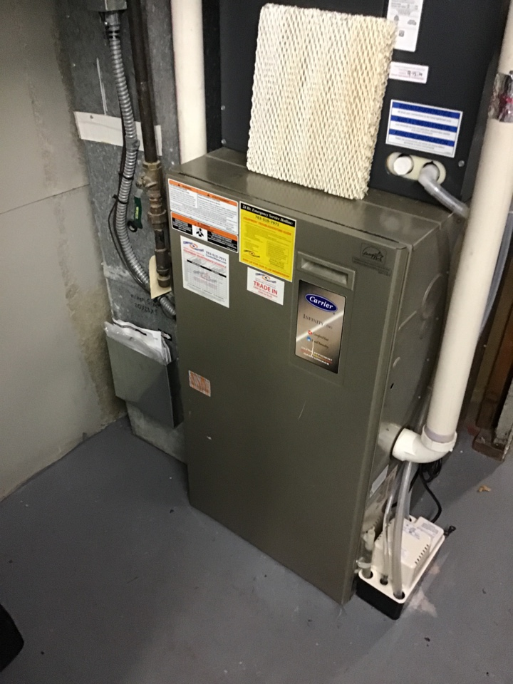 Edina, MN - I diagnosed a failed control board on a Carrier furnace