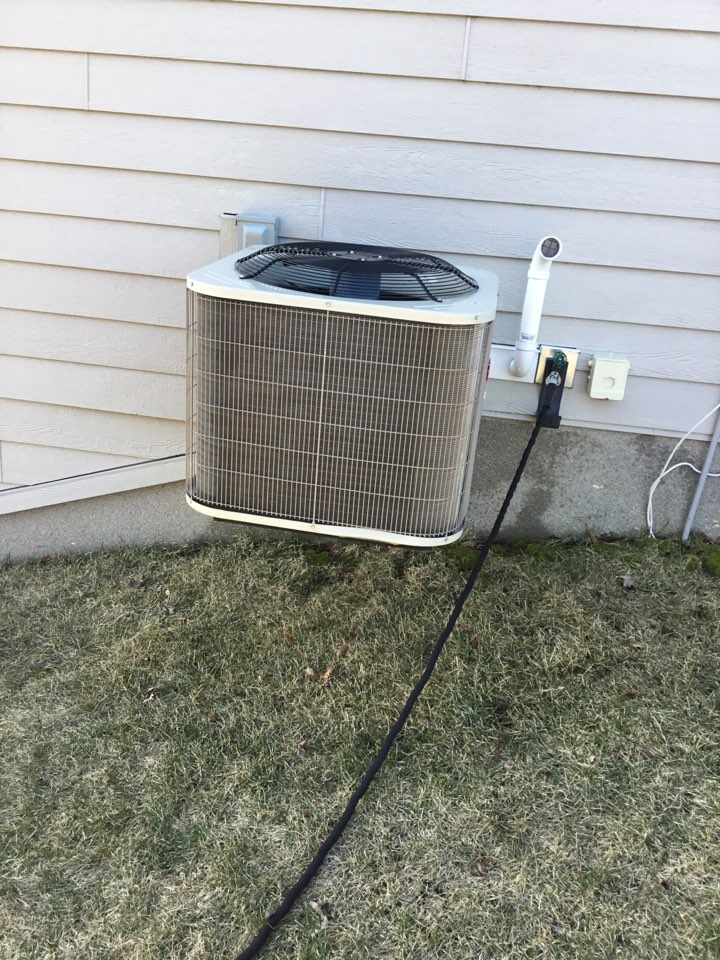 Medina, MN - Ac tune up, performed maintenance on Bryant air conditioner.