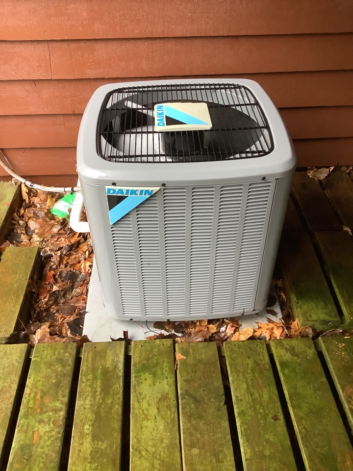 Osseo, MN - Air conditioner tune up. Performed a air conditioning precision tune up on a Daikin unit.