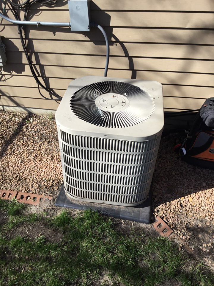 Coon Rapids, MN - No cooling call, found AC fan motor failed.