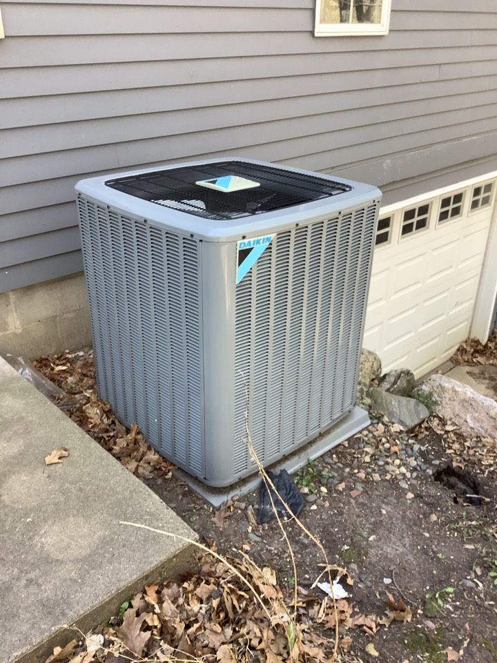 Wayzata, MN - Air conditioning tune up. A/c tune up on a Daikin air conditioner
