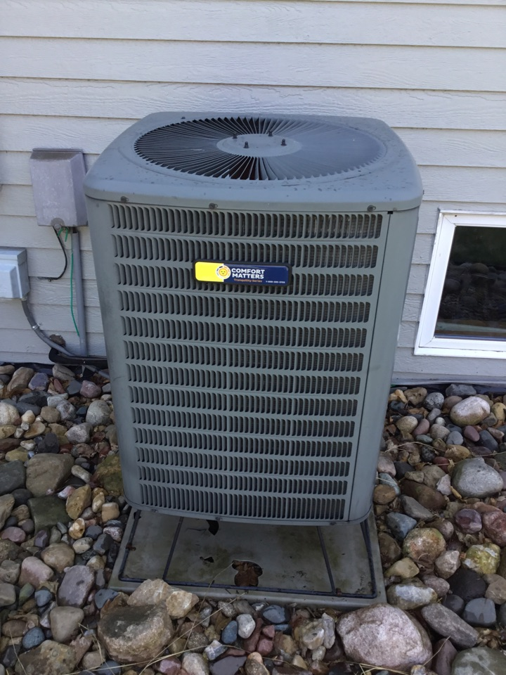 Corcoran, MN - Ac tune up. Performed maintenance on Goodman heat pump and replaced Motor starter.
