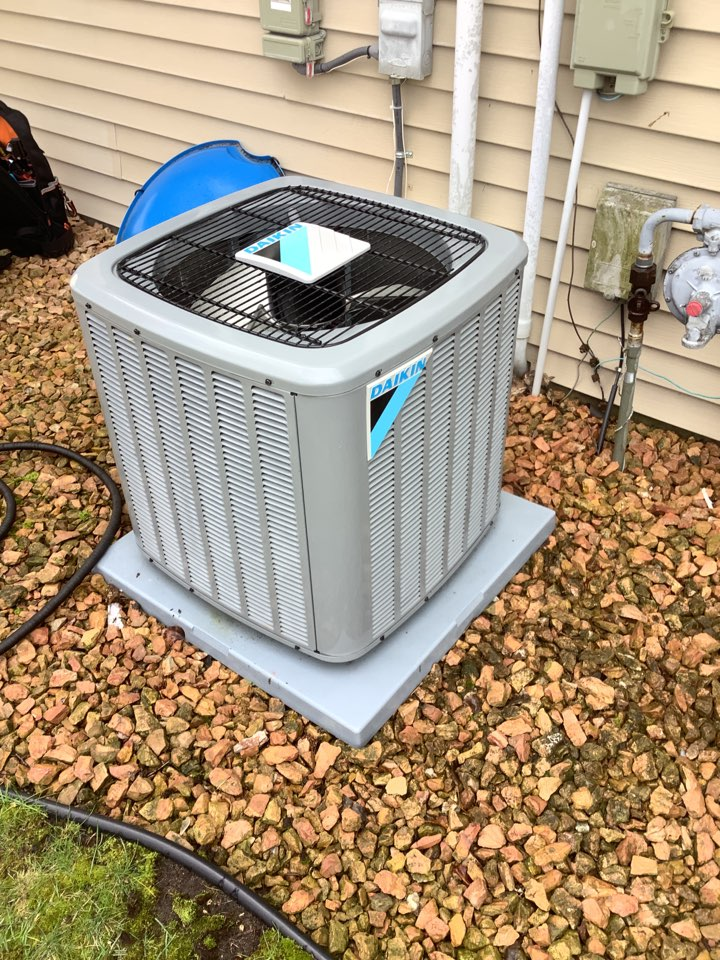 Coon Rapids, MN - Ac tune up. Air conditioning precision tune up on a Daikin system