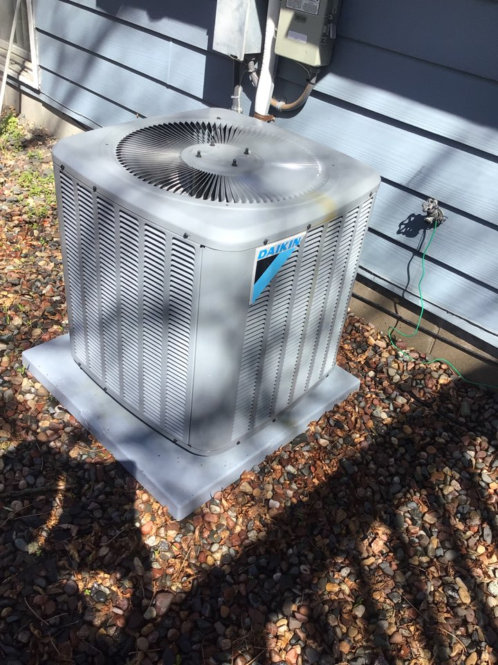 New Hope, MN - Daikin air conditioner maintenance. Tune up on ac