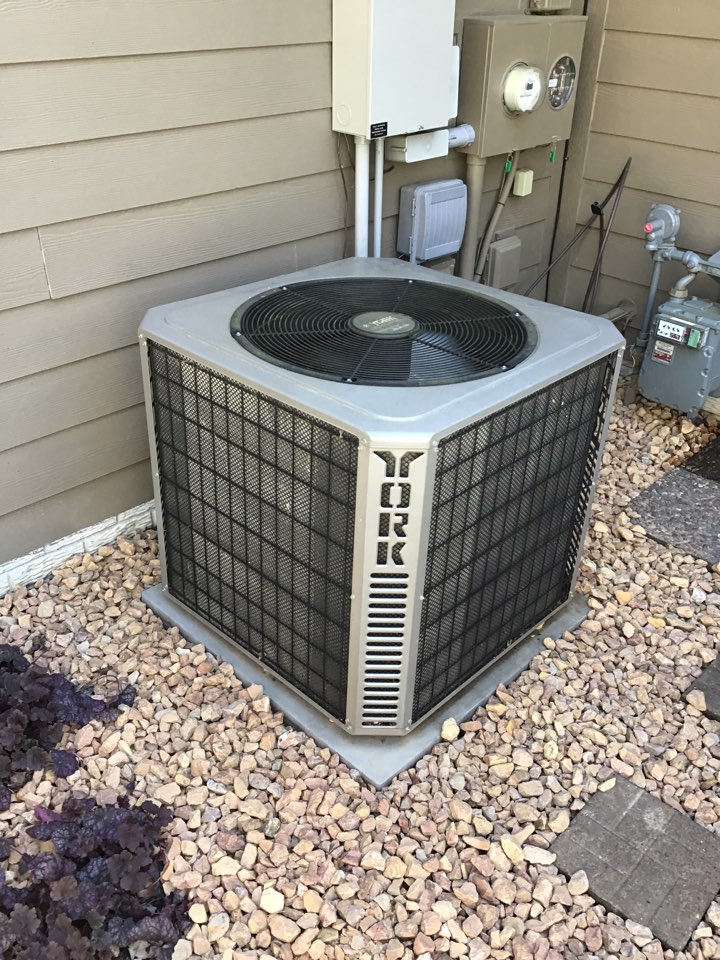 Rockford, MN - I diagnosed a York air conditioner with a low refrigerant charge.