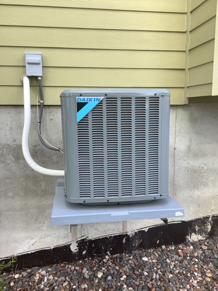 Loretto, MN - Ac tune up. Air conditioning precision tune up on a Daikin AC
