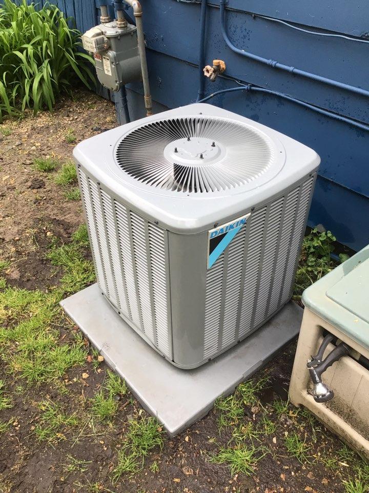 Independence, MN - Daikin air conditioner maintenance.