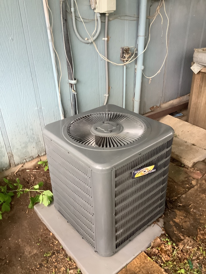 Loretto, MN - Ac tune up. Air conditioning precision tune up on a Comfort Matters Goodman