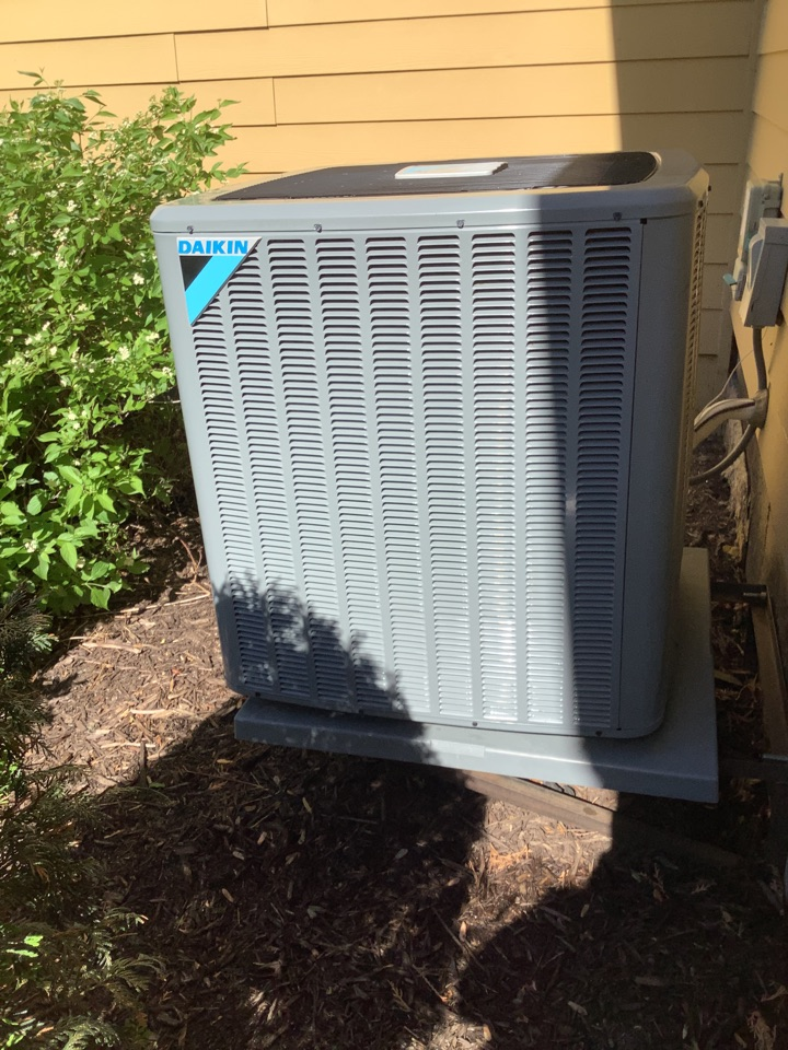 Medina, MN - Ac tune up. Air conditioning precision tune up on an Daikin ac