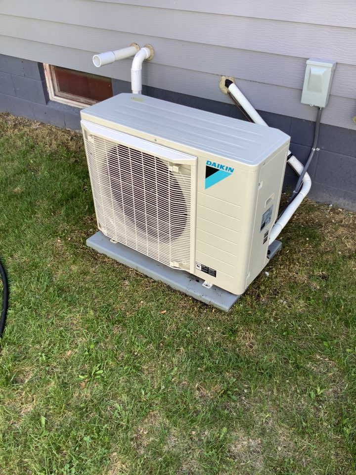 Monticello, MN - Ac tune up. Air conditioner precision tune up on a Daikin fit ac