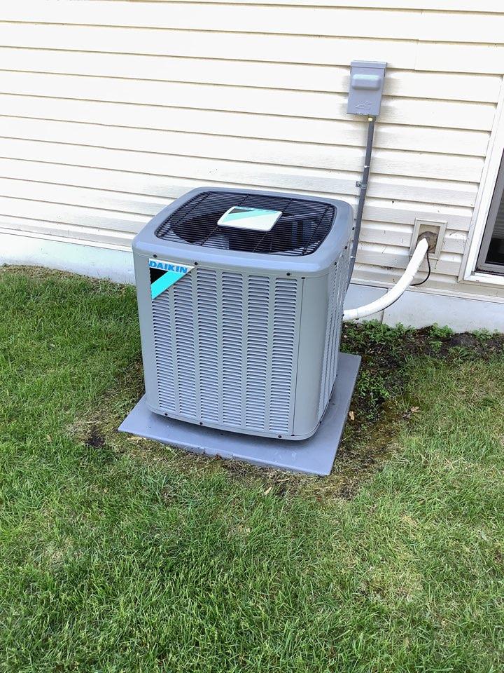Monticello, MN - Ac tune up. Air conditioner precision tune up on a Daikin system