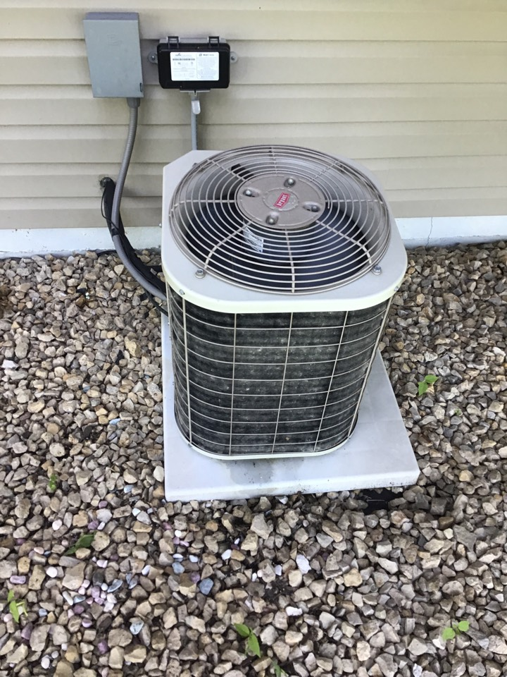 Rockford, MN - I diagnosed a Bryant air conditioner with a low refrigerant charge.