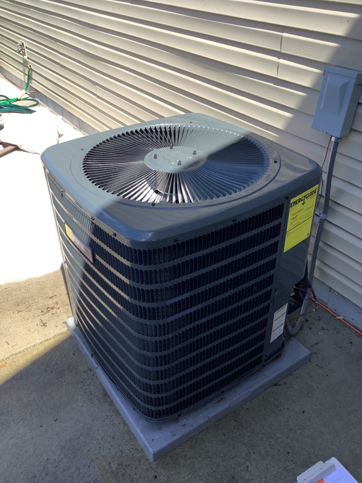 Albertville, MN - Ac tune up. Air conditioner tune up on a Comfort matters Goodman ac