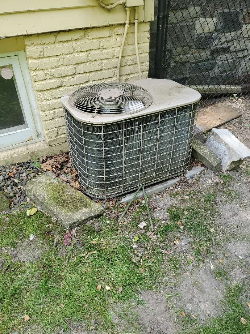 Loretto, MN - Replaced capacitor in ac