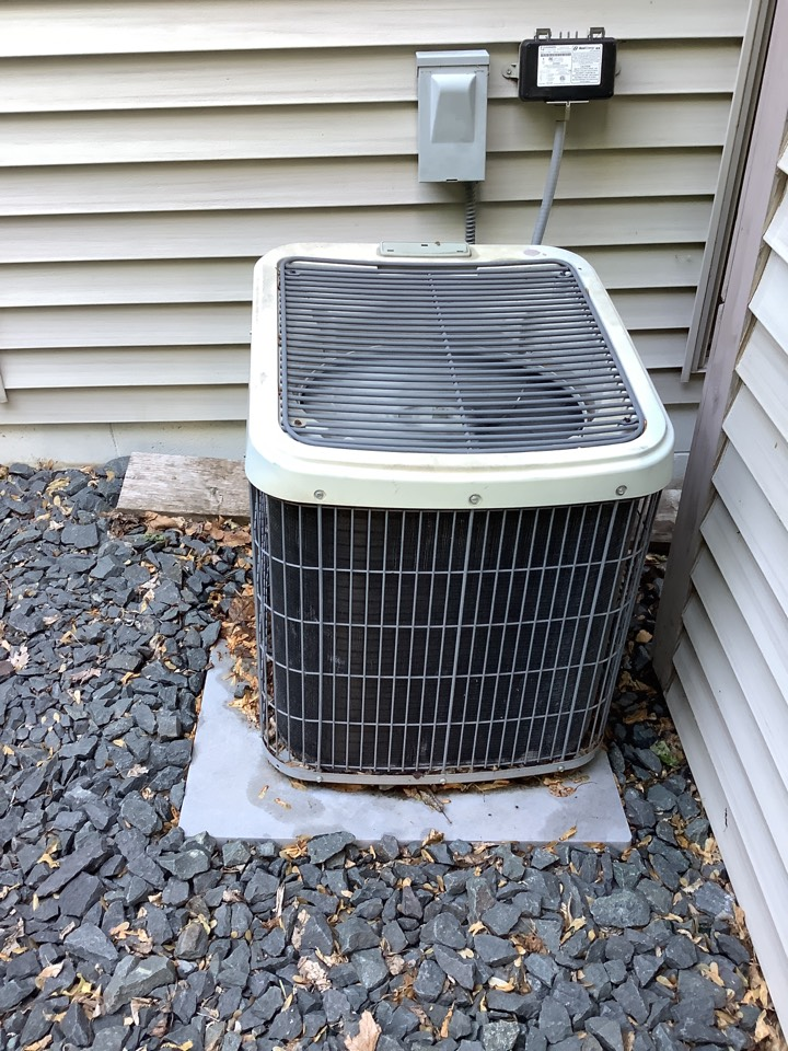 Albertville, MN - Ac tune up. Performed a air conditioner precision tune up on a 19 year old tempstar
