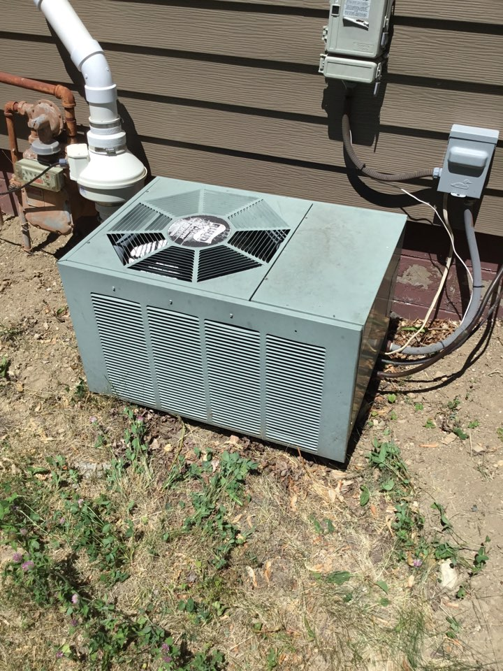 Delano, MN - Ac tune up, performed maintenance on Ruud Ac