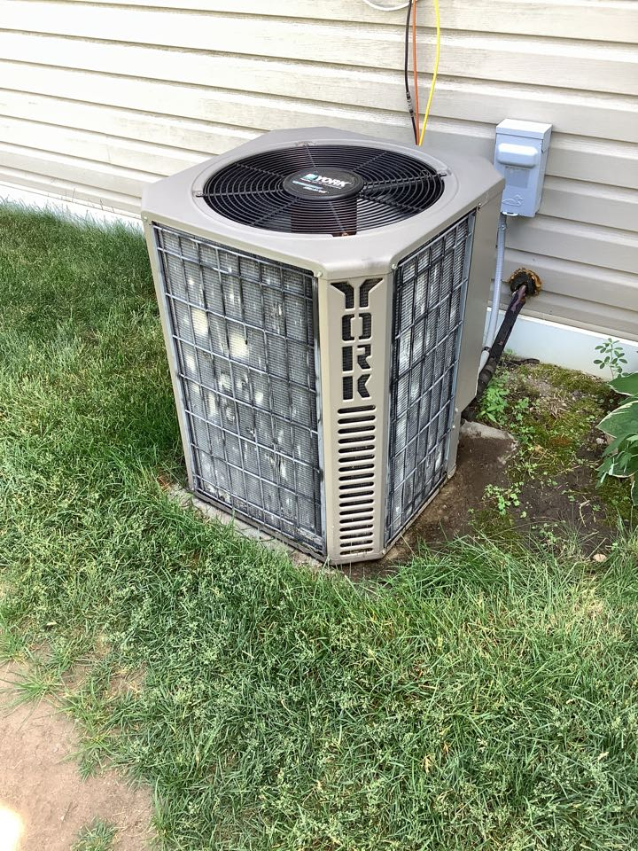 Hanover, MN - Ac tune up. Air conditioning precision tune up on a York ac