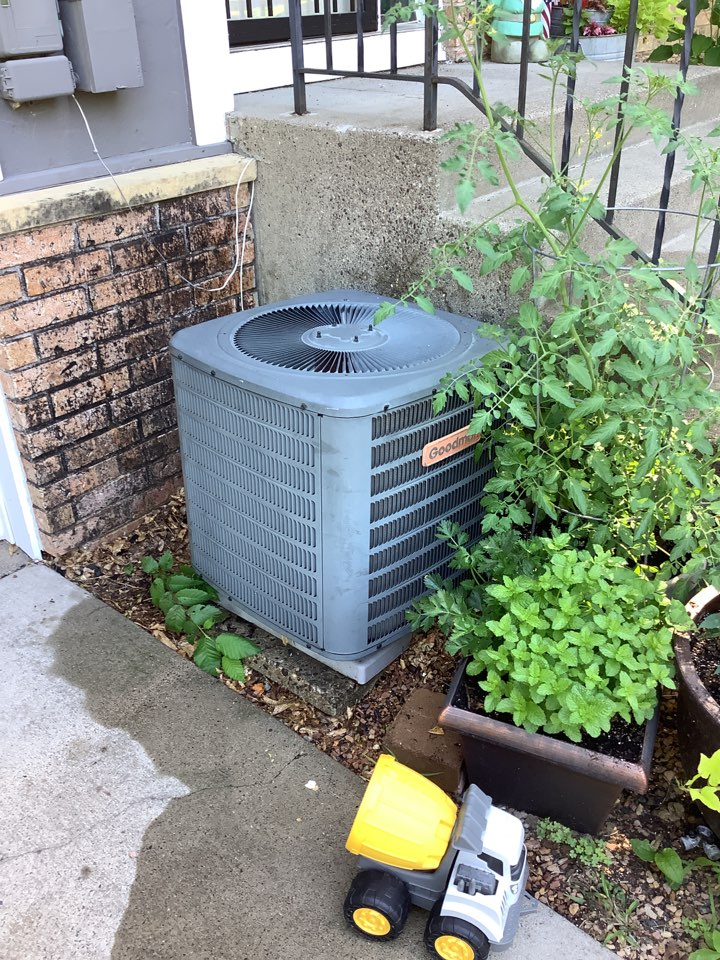 Osseo, MN - Air conditioner tune up. Ac tune up on a Goodman ac