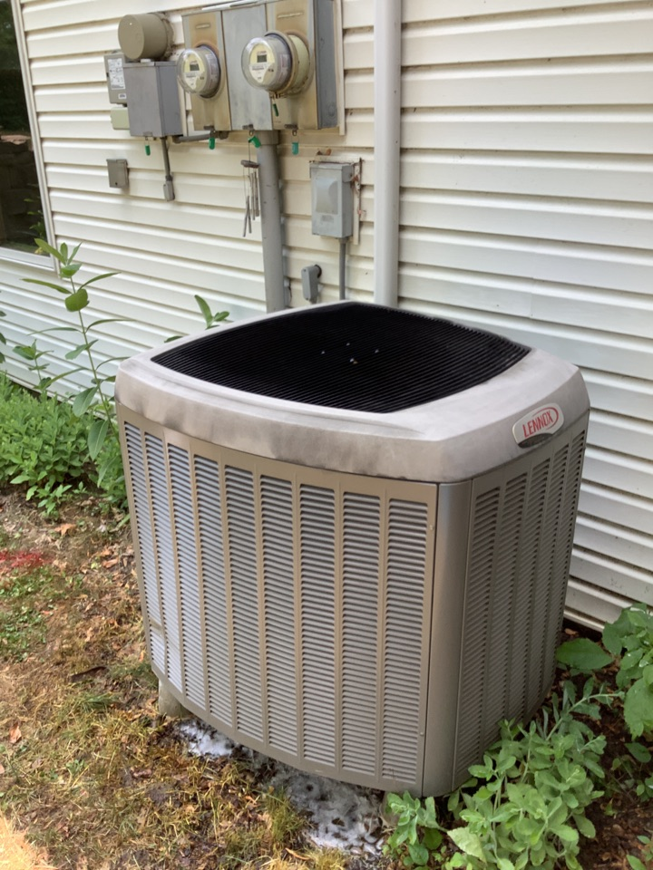 Buffalo, MN - Ac tune up. Air conditioner precision tune up on a Lennox heat pump