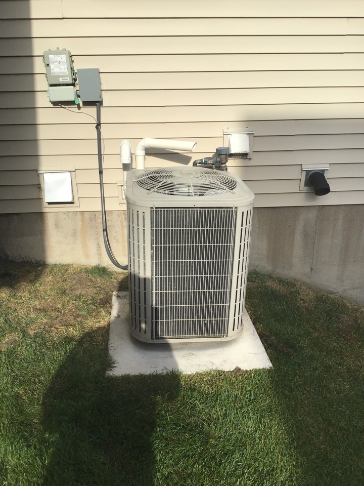 Otsego, MN - I diagnosed a failed motor booster on a Bryant air conditioner